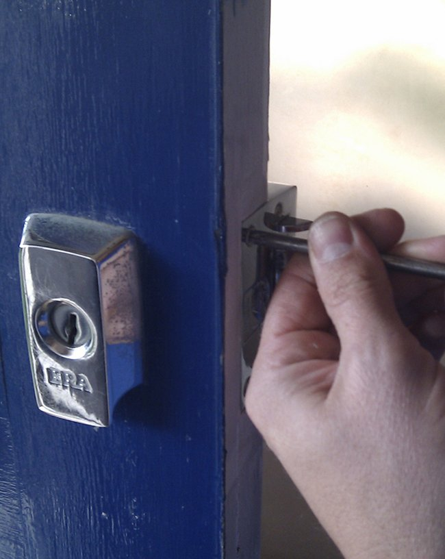 Lock Locksmith Tech Chicago, IL 312-288-7675